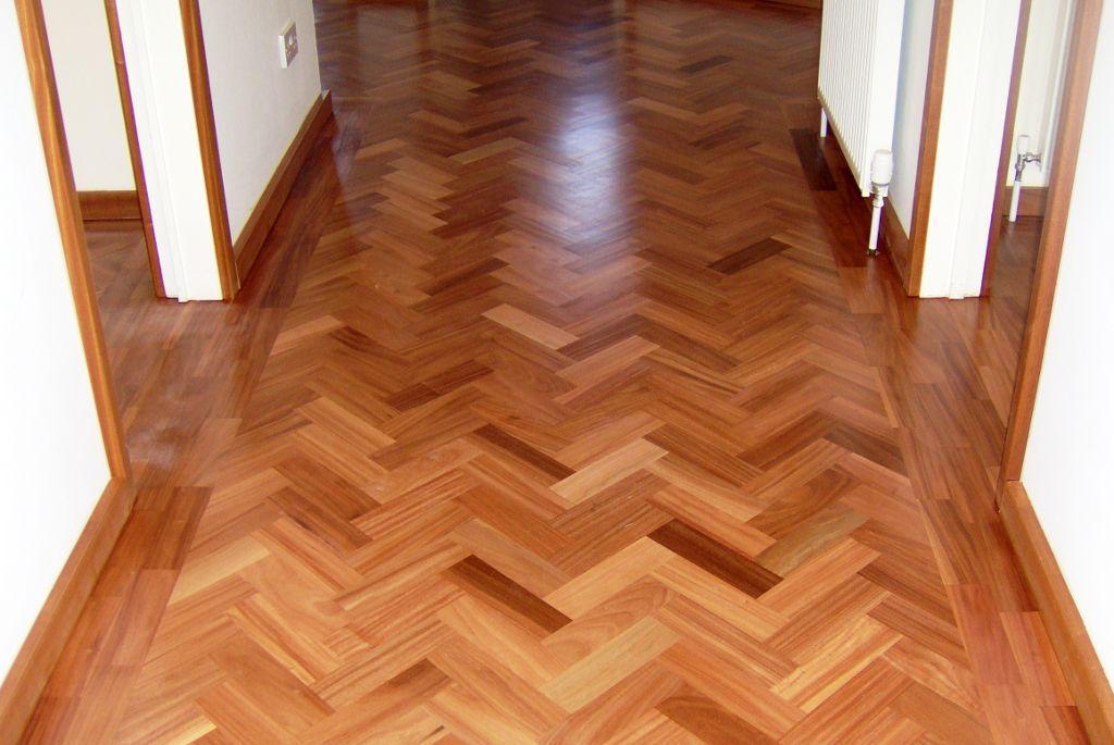 La belleza natural de la madera y sus características unida a un abanico inmenso de aplicaciones la convierten en una de las materias primas más importantes para la decoración de interiores.