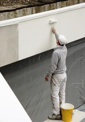 El técnico de Casa Viva le ayuda en la elección de las pinturas más indicadas para su edificio.