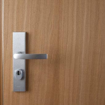 El laminado es un material de carpintería con elevada resistencia y dureza y muy utilizado en mobiliario y puertas.