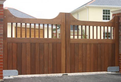 Hay muchos tipos de puertas de madera para aplicar la entrada de la propiedad.