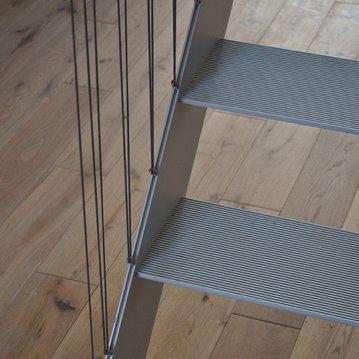 Los materiales usados en cerrajería tienen innumerables aplicaciones en la construcción, tanto en interiores como en exteriores.