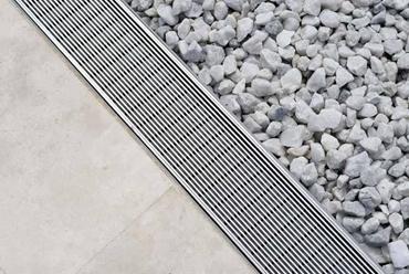 La principal cualidad del aluminio, material bastante ligero, es la de no oxidarse.