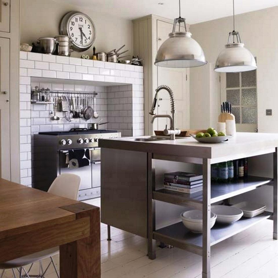 El mobiliario de su cocina define totalmente la organización de su cocina y los materiales y espacios que se encuentran en ella. El mobiliario puede estar fabricado en materiales como madera, vidrio, formica, PVC o acero.