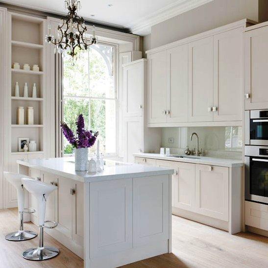 A pesar de que la función principal de una cocina es la confección de alimentos, también puede ser el lugar elegido para las comidas de la familia.