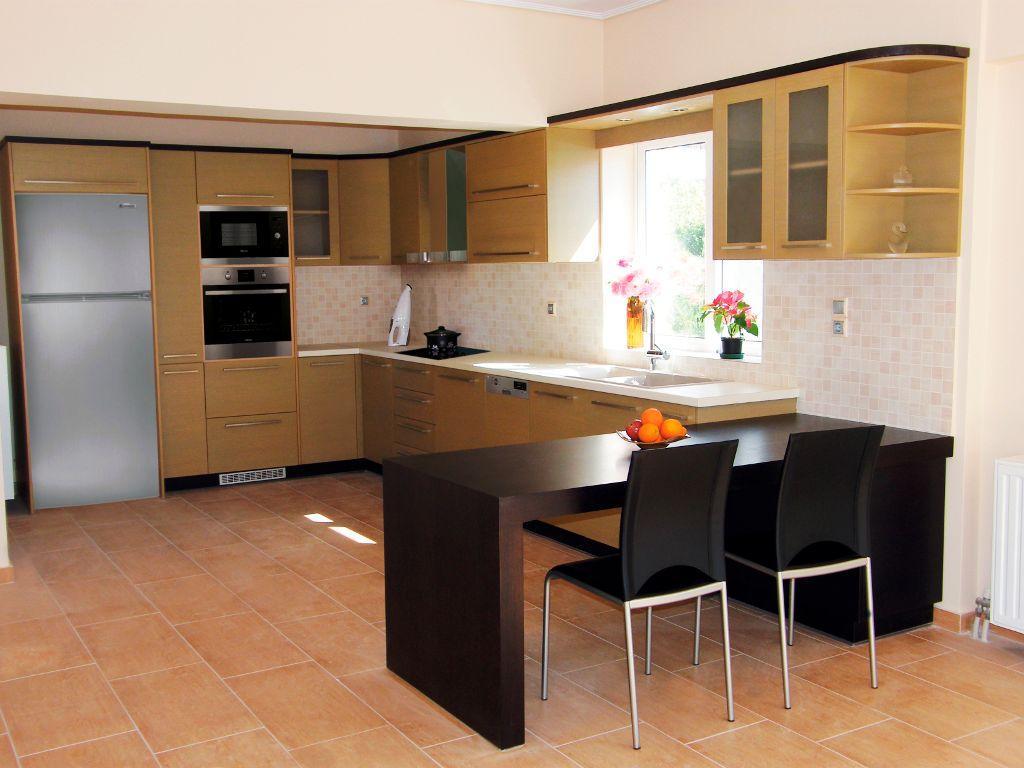 La naturaleza de los muebles de su cocina definen de forma esencial la personalidad de su cocina. Los muebles pueden estar en el suelo, encastrados o muebles altos.