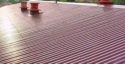 No obstante, este material existe en muchas de nuestras construcciones, especialmente en la impermeabilzación de cubiertas.