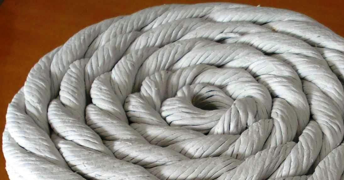 La junta de amianto es un cordón de amianto usado para el aislamiento térmico, fabricada con calibre redondo, cuadrado, tubular o rectangular.