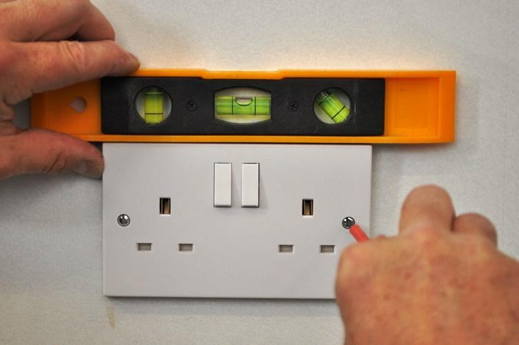La seguridad de su casa es nuestra prioridad. CASA VIVA trabaja con técnicos competentes y con conocimientos de electricidad para hacer la intervención en su casa.