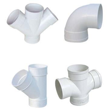 Hay varios tipos de accesorios para hacer la conexión entre los tubos. Tenga en cuenta que el accesorio debe ser del mismo material que las tuberías instaladas para evitar fenómenos de corrosión en caso de que haya dos metales diferentes en contacto