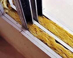 Aislamiento de particiones es esencial para lograr el nivel de confort térmico y acústico deseado. Un ejemplo de un material para lograr estos objetivos es la lana mineral.