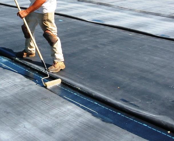 Para evitar anomalías relacionadas con goteras, además de la instalación de un sistema de drenaje adecuado, es fundamental la instalación de un sistema de impermeabilización en su cubierta.