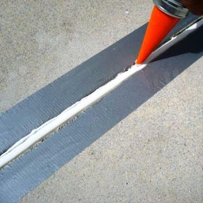 Las juntas de dilatación son elementos para absorber las expansiones provocadas por los aumentos de temperatura, evitando empujes indeseables que podrían producir la fisuración del pavimento.
