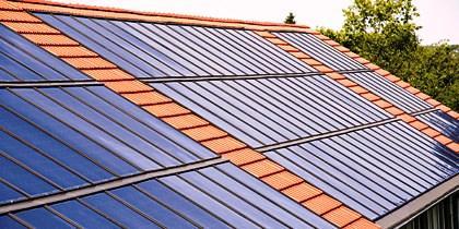La energía solar es limpia, barata y puede utilizarse en la producción de calor o electricidad a través de colectores o paneles solares.