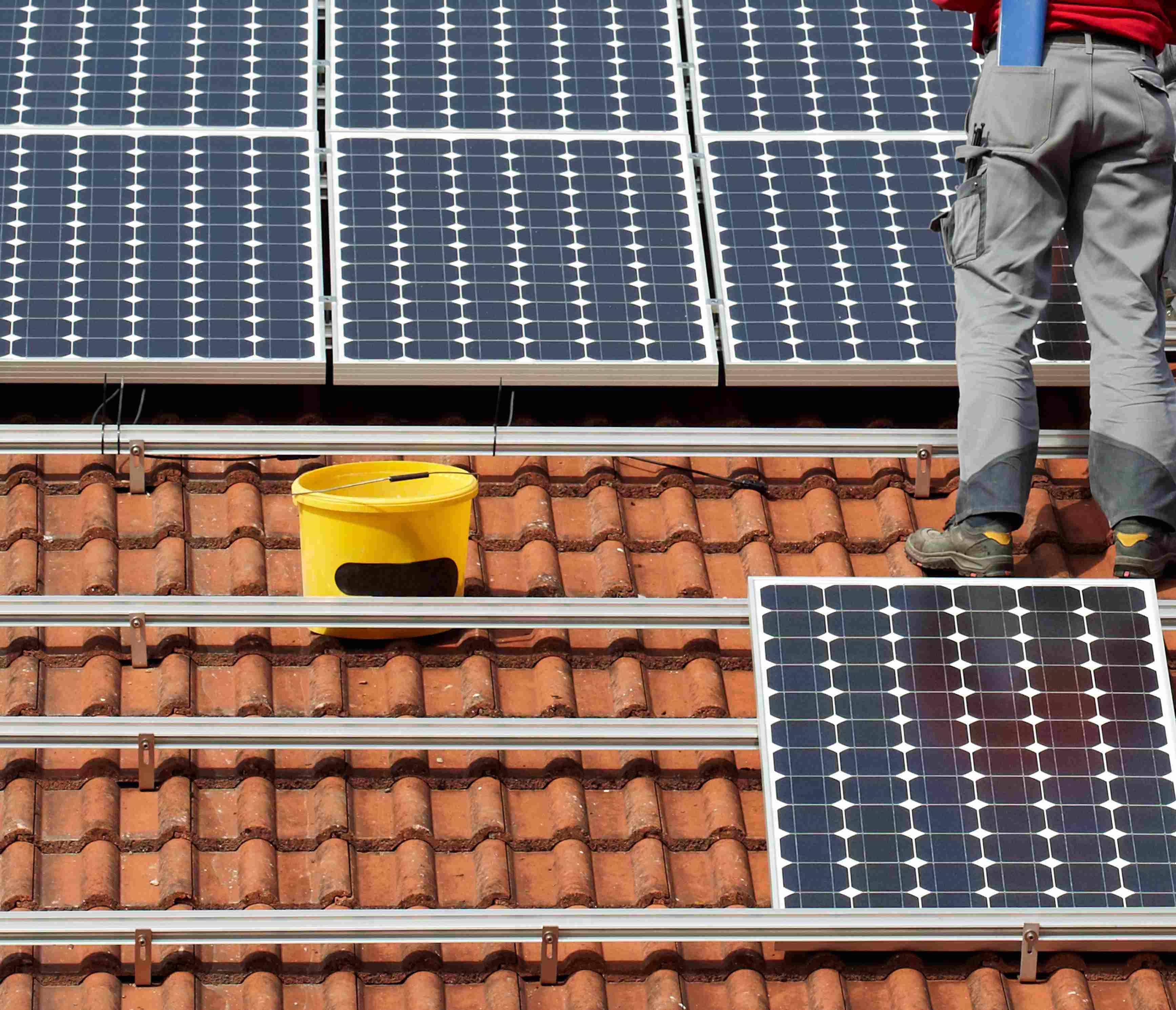 En una vivienda con consumo mensual de 120 kWh, el sistema de calentamiento solar residencial suele pesar un 25 o 35% de la cuenta de la energía mensual.
