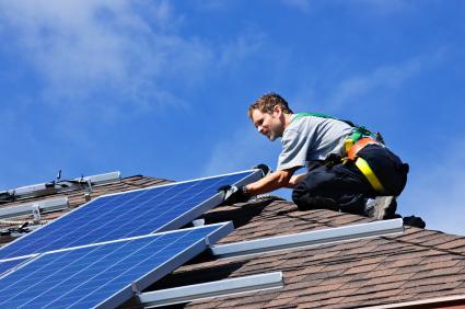 La energía solar es una de las pocas fuentes de energía completamente renovables que existen a disposición del ser humano, y aprovecharla para el calentamiento solar residencial hoy no es ninguna novedad.