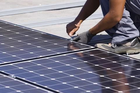 Un Panel Solar es un dispositivo creado para convertir la radiación solar en energía. Al abastecerse exclusivamente del Sol, la fuente de energía más abundante del planeta, se trata del método más limpio conocido de generación de energía.