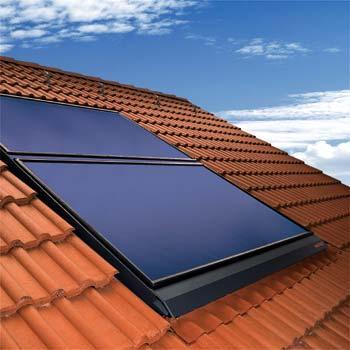 Desde el punto de vista económico hay ventajas y desventajas en el uso de sistemas de generación de energía solar. Aunque los costes asociados a la instalación de paneles fotovoltaicos hoy en día son altos, la perspectiva es que haya un retorno de la inversión en 5 años a través del ahorro de energía.