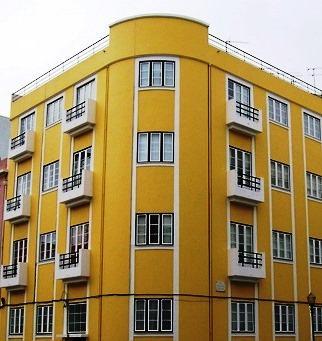 La pintura de una fachada deber pensarse teniendo en cuenta los materiales que constituyen el suporte, el contexto histórico del edificio con objeto de mantener su naturaleza, el clima en que se encuentra y la estética que pretende obtener.