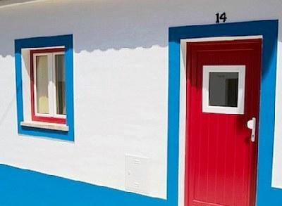 El técnico de Casa Viva le ayuda en la elección de las pinturas más indicadas para su casa.