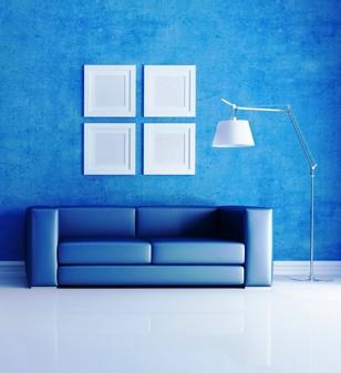 El azul calma pero en exceso puede volver el ambiente frío y vacío. Descubre los colores que mejor se adapten a su casa.