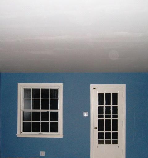 Las pinturas pueden ser con color o incoloras, brillantes o mate, transparentes o no, así como presentar resistencia a determinados tipos de agentes agresivos.