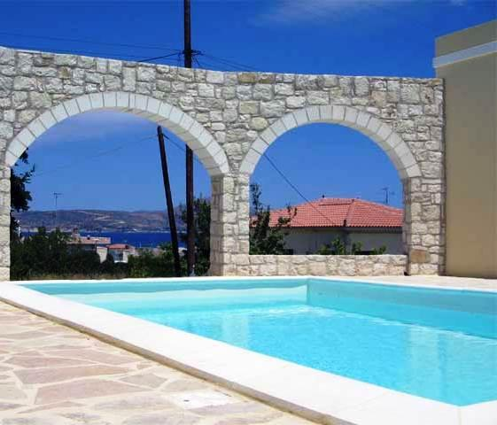 El soporte de una piscina tiene que revestirse con un material de impermeabilización adecuado para garantizar que no existen pérdidas de agua.