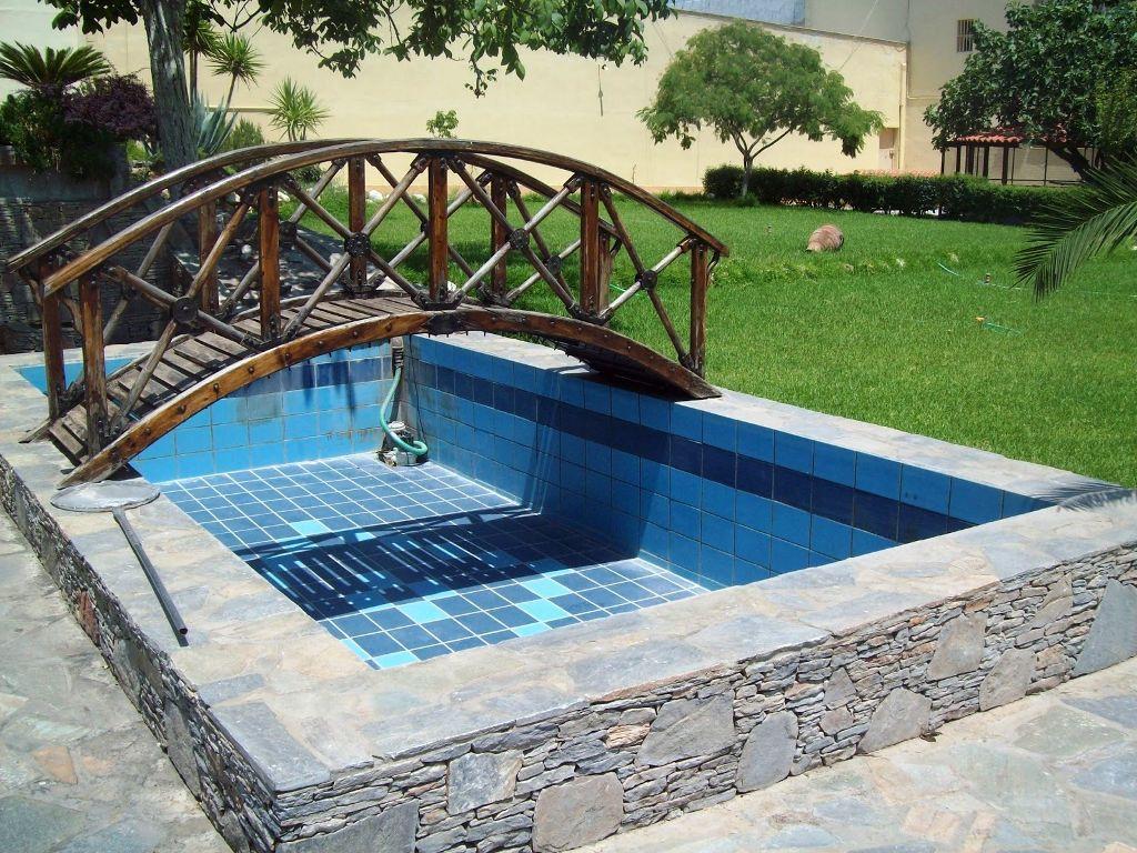 Las piscinas de hormigón armado o albañilería son las más tradicionales y pueden construirse en cualquier formato y tamaño. La estructura, toda en hormigón armado o en albañilería de ladrillo, dependerá del cálculo y del proyecto de ingeniería.