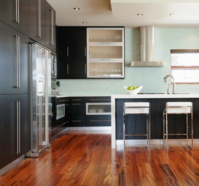 La madera es un material noble par excelencia y es el material más popular para los pisos de las viviendas.