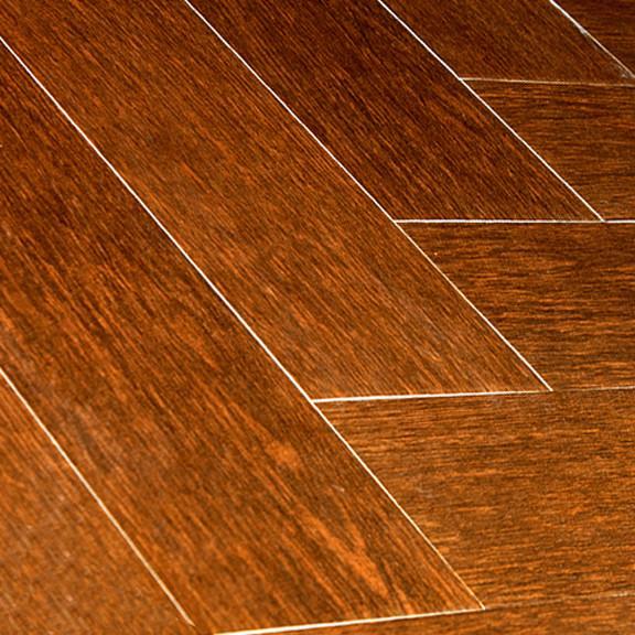 Antes de instalar un suelo de madera es obligatorio garantizar que el soporte está libre de fisuras o grietas.