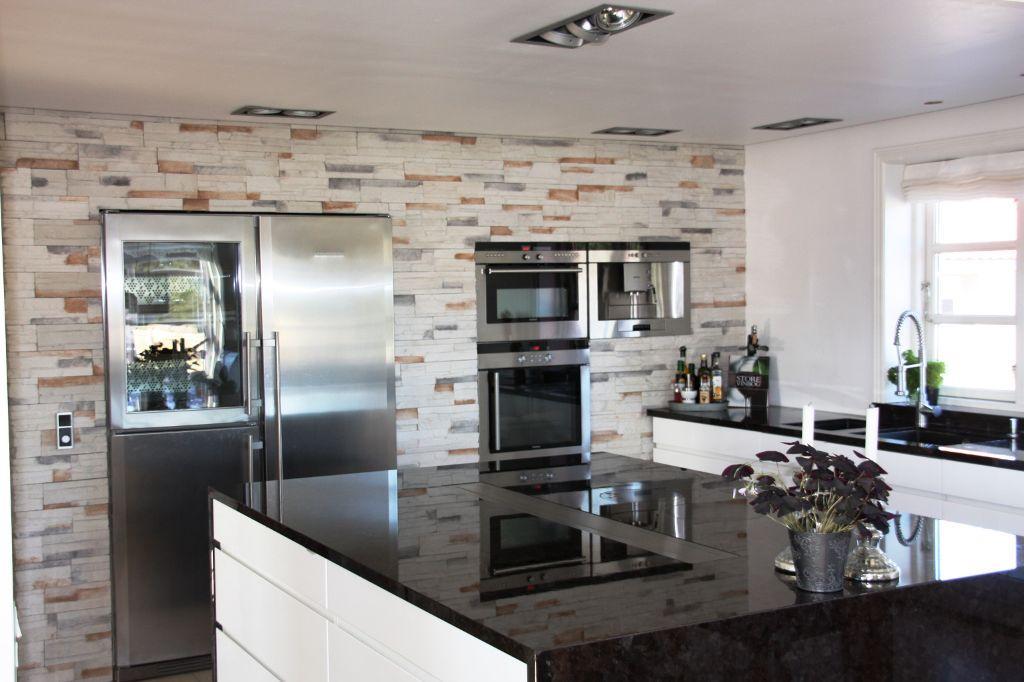 La cocina debe definirse al nivel de organización de espacio, disposición de equipamientos, colores, texturas, materiales que constituyen acabados y revestimientos.