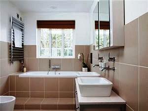 Existe una gama infinita de equipamientos y accesorios para su baño que pueden convertirlo en simple, funcional y confortable. El carácter innovador junto a una excelente ejecución técnica son las premisas para tener el baño que siempre soñó.