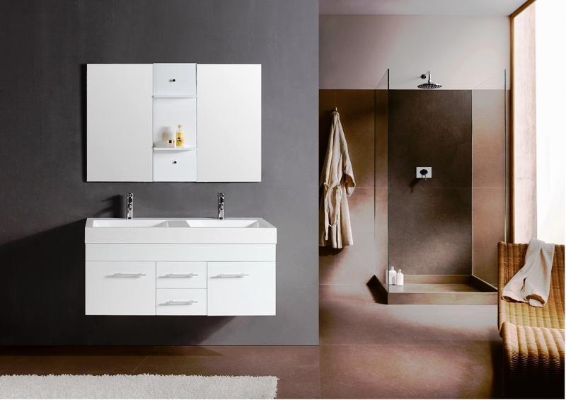 Existen varios tipos de instalaciones para su cuarto de baño: aparatos sanitarios normales o suspendidos; platos de ducha, bañeras, bañeras acrílicas; bañeras de hidromasaje, mamparas de duchas y bañeras en vidrio templado.