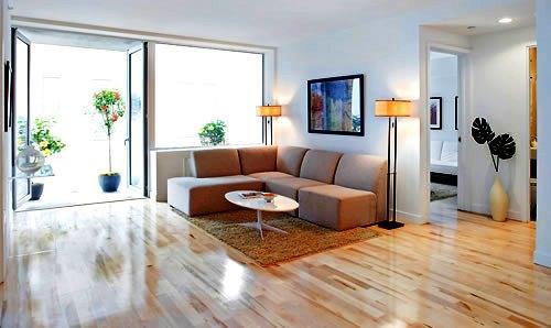 Las actuaciones en la sala de estar o el salón, que es el elemento central de su casa, van desde el suelo pasando por paredes y techos hasta la disposición del espacio que pretende.