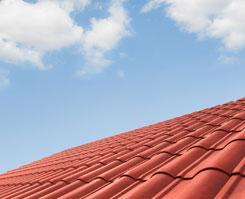En la impermeabilización de cubiertas los puntos más vulnerables son: tapajuntas, cortafuegos, juntas de dilatación, chimeneas y cualquier remate con paramentos verticales.