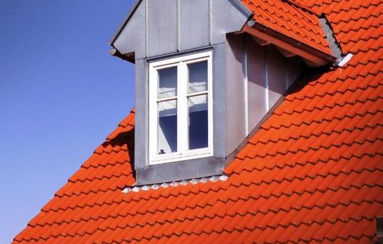 La impermeabilización de cubiertas, terrazas y balcones deberá ser ejecutada fuera de la éppoca de lluvias de forma que los trabajos se realicen sin riesgo de entrada de agua.