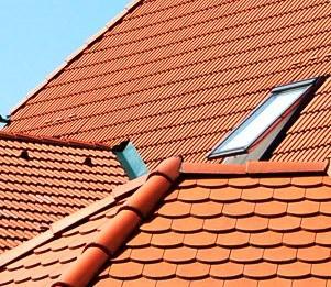 Hay muchas soluciones para techos comercializadas en España, con diferentes formas, texturas y colores.