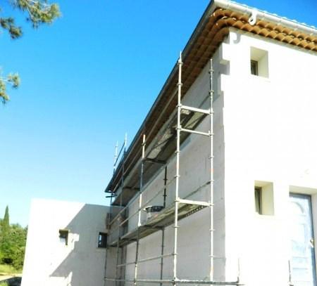 El equipo de CASA VIVA cuenta con técnicos especializados que analizarán las diferentes patologías de su edificio y le presentarán el conjunto de las mejores soluciones para la recuperación y conservación de fachadas, teniendo en cuenta la protección más duradera y la reducción de futuros costes de mantenimiento.