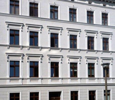 La fachada es el elemento del edificio con la mayor área de contacto con el exterior, por lo que tiene que ser eficiente en la protección térmica y acústica que garantiza el confort de quien lo utiliza.