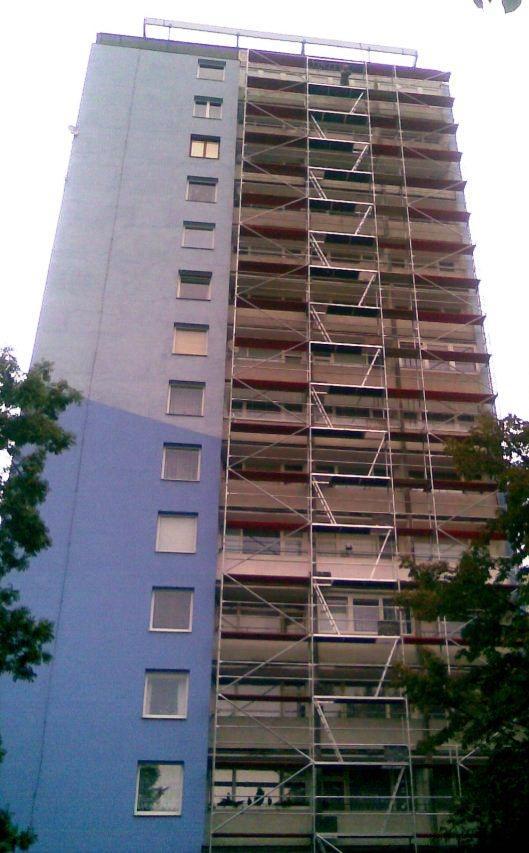 En la rehabilitación de edificios altos es crucial implementar un conjunto de equipos de protección y control para garantizar la seguridad de los trabajadores.