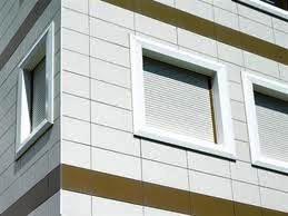 En la rehabilitación de fachadas, antes de aplicarse una solución de revestimiento es imperativo verificar los defectos de los soportes y proporcionar la rehabilitación apropiada.