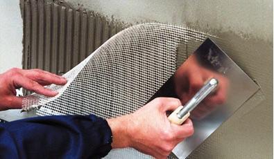 Para controlar la tendencia a la fisuración, el uso de fibras puede ser muy eficiente. Se puede clasificar en función de su material o su función. Ordenándolos por el material, hay acero, fibra de vidrio y polímero.