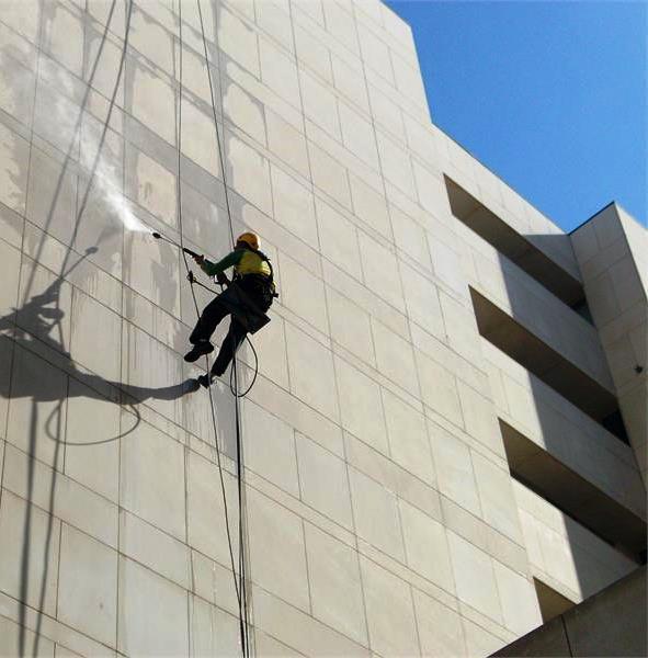 Si desea limpiar la fachada de su edificio o cualquier otro trabajo relacionado con la recuperación del mismo, entre en contacto con nosotros.