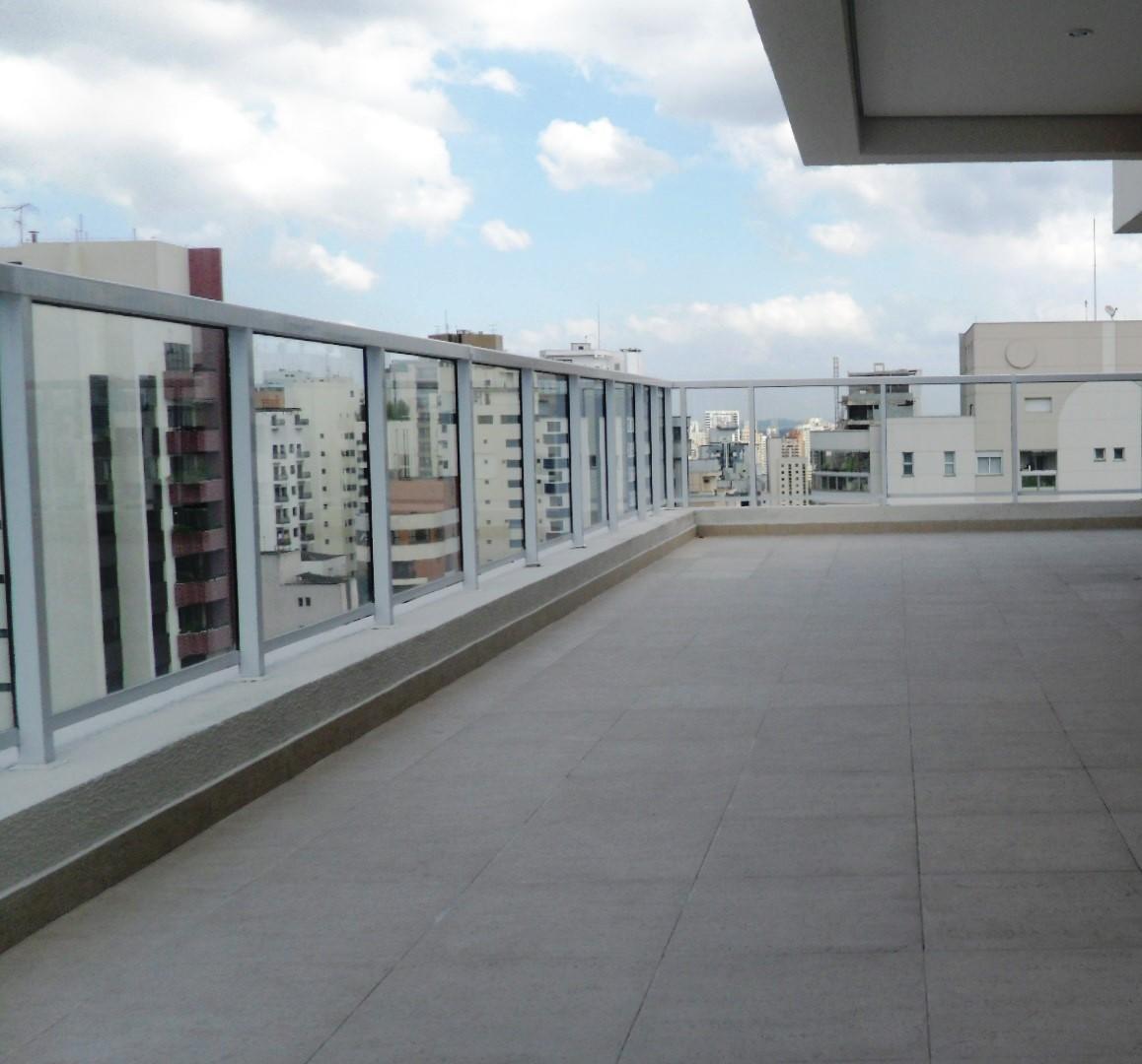 Hay varias soluciones de revestimiento para terrazas como azulejos de cerámica, placas pétreas y membranas bituminosas.