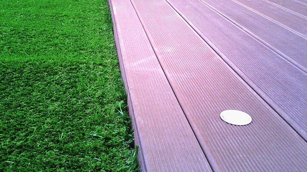 Suelos en madera tratada indicados para uso exterior, por la alta resistencia que ofrecen, pueden ser una buena solución para terrazas al aire libre.