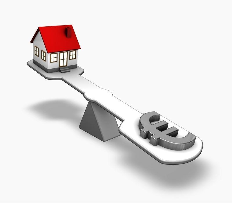 La elección de los diferentes métodos depende del fin al que se destina la tasación inmobiliaria (transacción, hipoteca, expropiación, inventario, tasación del activo) del tipo de inmueble (vivienda, comercio, oficina, almacén, terreno urbano, terreno agrícola, terreno industrial) y de la disponibilidad de datos.