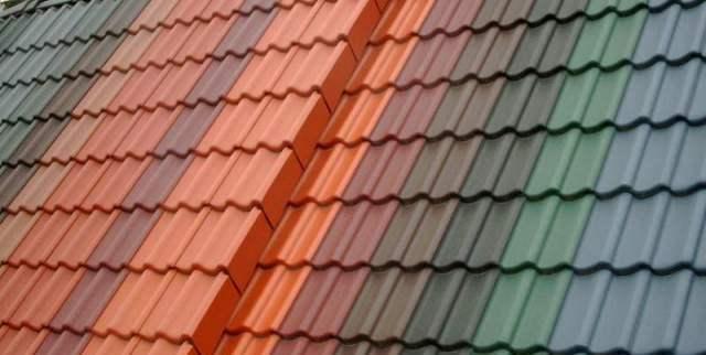 Hay muchas soluciones para techos comercializadas en España, con diferentes texturas y colores.