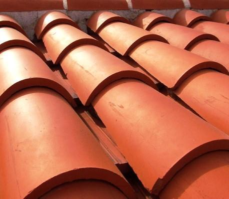 La cubierta tiene como principal función la protección (impermeabilización y aislamiento) de una construcción, sin olvidar las funciones estética y económica (durabilidad, mantenimiento y conservación)