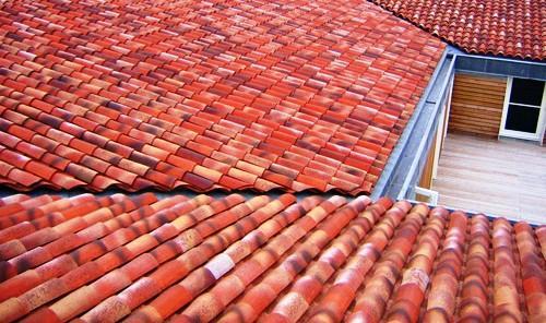 Los tejados son cubiertas incliandas que se caracterizan por su revestimiento específico: tejas.