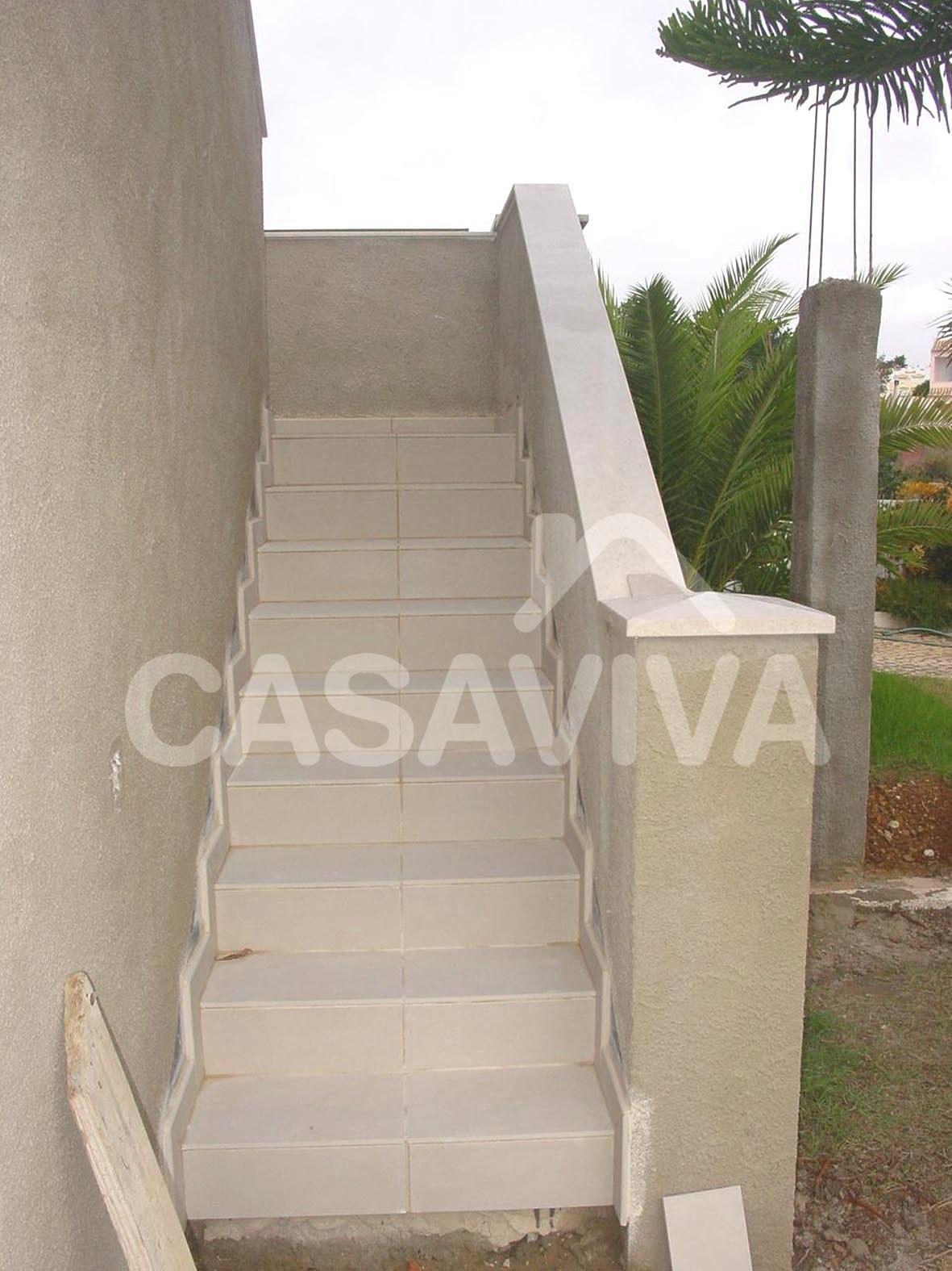 escalera exterior con vista general