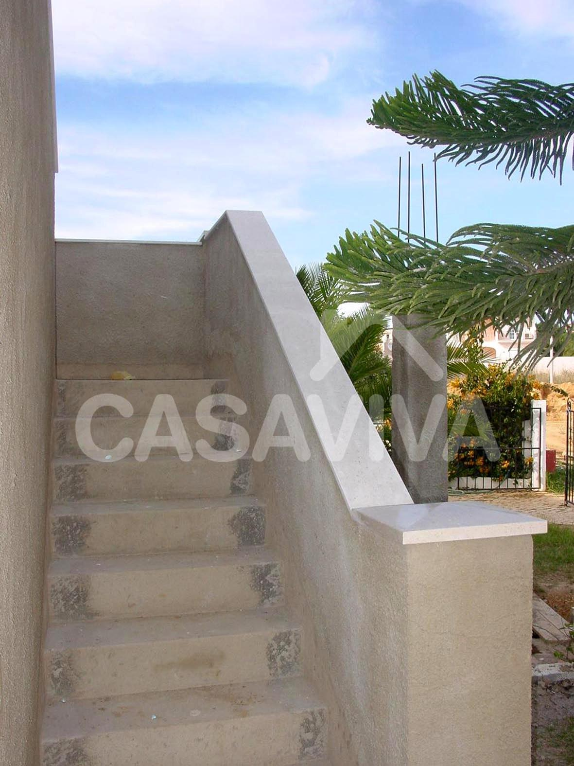 Empresa de reformas integrales en madrid escalera for Escaleras para exteriores de casas